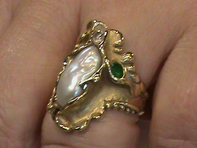 Ladies 18K Yellow Gold Sculpted Finger Ring With Lake Biwa Japanese Pearl And Tzavorite Garnet
