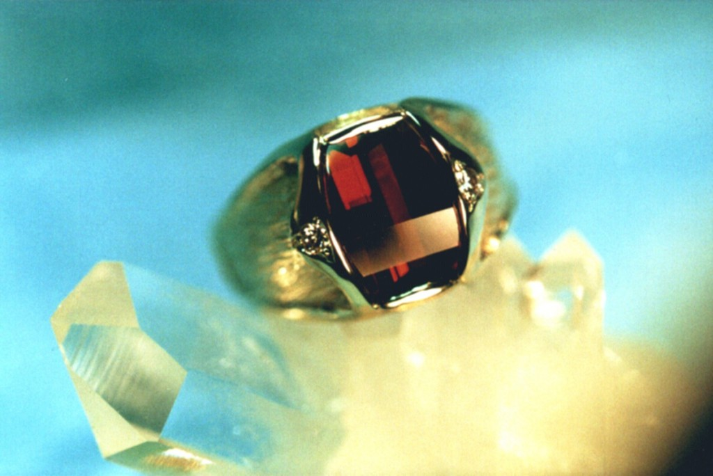 Mosambique Garnet in Yellow Gold with diamonds