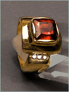 Rhodolite Garnet Ladies Finger Ring In 18K Yellow Gold With Diamonds